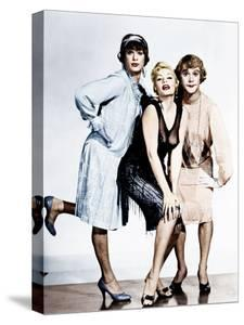 SOME LIKE IT HOT, from left: Tony Curtis, Evelyn Moriarty (Marilyn Monroe's stand-in), Jack Lemmon