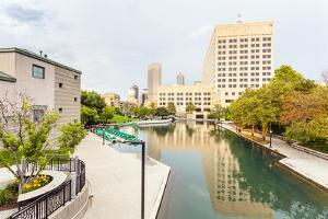 Indiana Central Canal, Indianapolis, Indiana, Usa by Sopotniccy