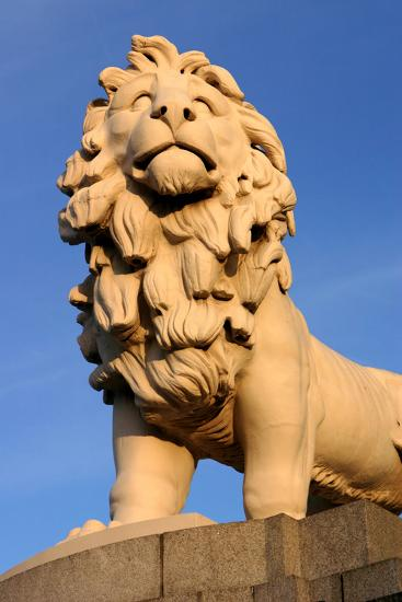 South Bank Lion, London-Peter Thompson-Photographic Print