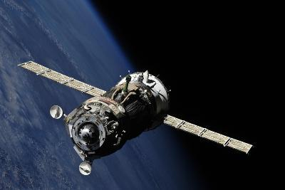 Soyuz TMA-19 Departing the ISS, 2010--Photographic Print