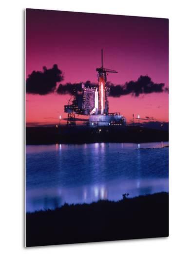 Space Shuttle Atlantis-Lonnie Duka-Metal Print