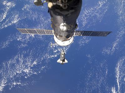 Space Shuttle Discovery Approaches the International Space Station-Stocktrek Images-Photographic Print