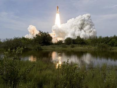 Space Shuttle Endeavour Lifts Off from Kennedy Space Center--Photographic Print