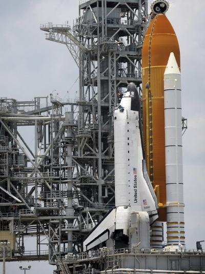 Space Shuttle Endeavour on the Launch Pad at Kennedy Space Center--Photographic Print