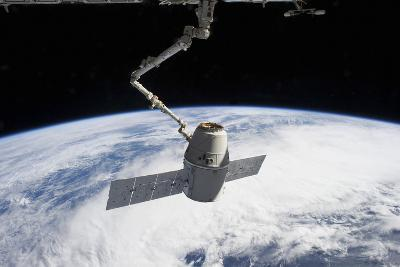 Spacex Dragon in the Grasp of Canadarm2--Photographic Print