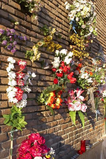 Spain, Madrid, Cathedral Nuestra Senora De Alpudena, Wall, Flower-Jewelry-Chris Seba-Photographic Print