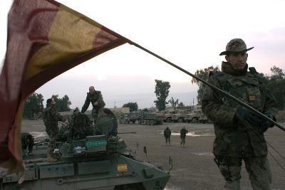 Spanish Troops Patrol the Streets of Diwaniyah, Iraq--Photographic Print