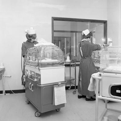 https://imgc.artprintimages.com/img/print/special-care-unit-for-premature-babies-nether-edge-hospital-sheffield-south-yorkshire-1969_u-l-q10m7qo0.jpg?p=0