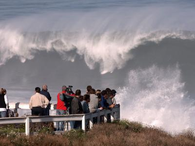 Spectators Line the Bluff at La Jolla Cove to Get a Good Look at the Large Surf in San Diego--Photographic Print