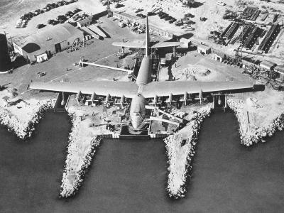 Spruce Goose Cruising--Photographic Print