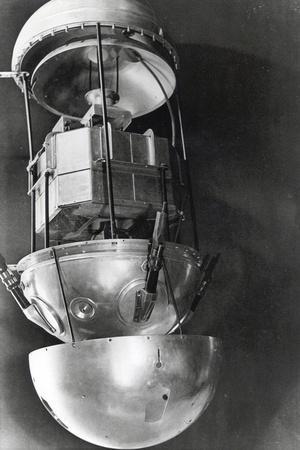 https://imgc.artprintimages.com/img/print/sputnik-1-russian-satellite-1957_u-l-q10lucz0.jpg?p=0