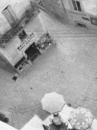 https://imgc.artprintimages.com/img/print/square-in-san-marino_u-l-q10szxn0.jpg?p=0