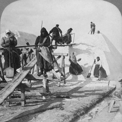 Stacking Salt in the Great Salt Fields of Solinen, Black Sea, Russia, 1898-Underwood & Underwood-Photographic Print