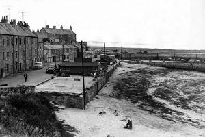 Seahouses 1959 by Staff
