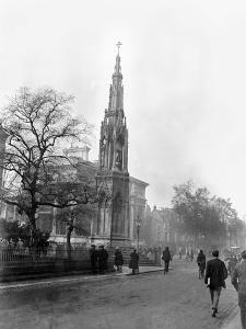 The Martyr's Memorial, Oxford, 1923 by Staff