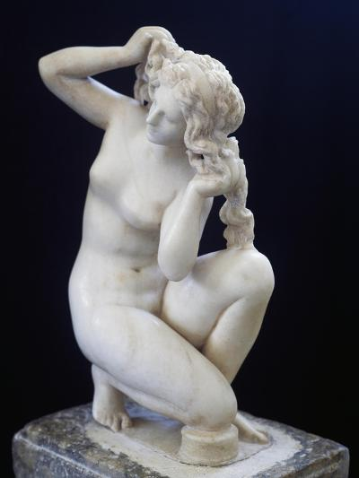 Statue of Aphrodite Bathing, Roman Copy in Marble of the Hellenistic Original BC--Giclee Print