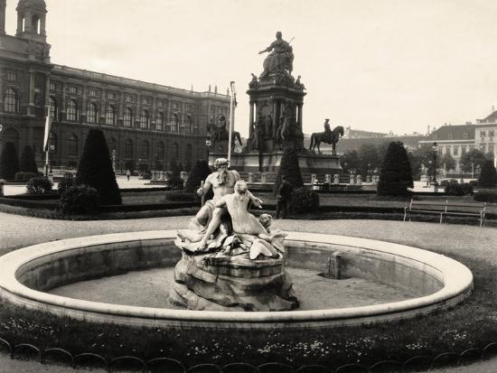 Statue of Empress Maria Theresia--Photographic Print
