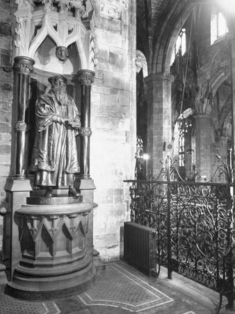 https://imgc.artprintimages.com/img/print/statue-of-john-knox-at-st-giles-cathedral_u-l-peesw90.jpg?p=0