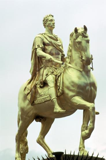 Statue of King William III of England as a Roman Emperor, Hull, England. Artist: Unknown-Unknown-Giclee Print