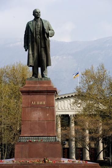 Statue of Lenin (1870-1924), Lenin Square, Yalta, Crimea, Ukraine--Photographic Print
