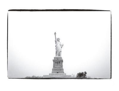 https://imgc.artprintimages.com/img/print/statue-of-liberty-1982_u-l-f8clk40.jpg?p=0