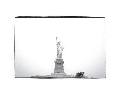 https://imgc.artprintimages.com/img/print/statue-of-liberty-1982_u-l-f8clkv0.jpg?artPerspective=n