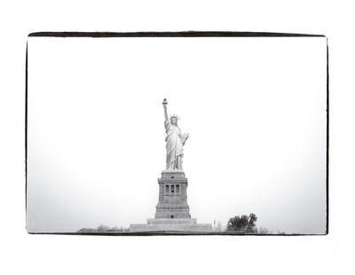 https://imgc.artprintimages.com/img/print/statue-of-liberty-1982_u-l-f8clkz0.jpg?p=0