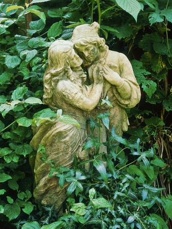 https://imgc.artprintimages.com/img/print/statue-of-lovers-amongst-hedera-helix-ivy-old-chalk-pit_u-l-q10r0go0.jpg?p=0