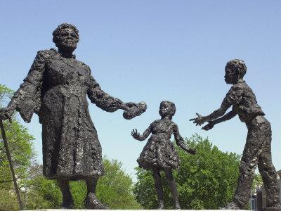 https://imgc.artprintimages.com/img/print/statue-of-mary-mcleod-bethune-and-african-american-children-lincoln-park-washington-dc_u-l-q10txhm0.jpg?p=0
