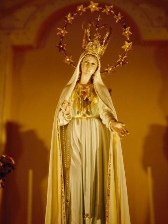 https://imgc.artprintimages.com/img/print/statue-of-the-virgin-mary-at-a-catholic-church-in-macau_u-l-p9c3010.jpg?p=0