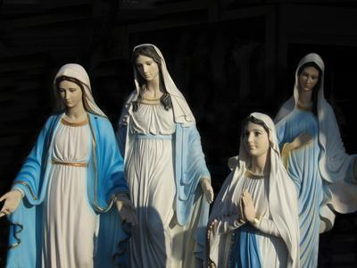 https://imgc.artprintimages.com/img/print/statues-of-mary-the-mother-of-jesus_u-l-pswujs0.jpg?p=0
