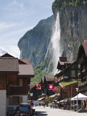 https://imgc.artprintimages.com/img/print/staubbach-falls-in-lauterbrunnen-jungfrau-region-switzerland-europe_u-l-pfjzly0.jpg?p=0
