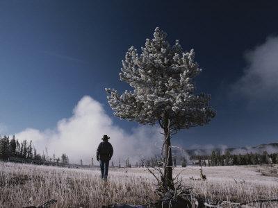 https://imgc.artprintimages.com/img/print/steam-rises-behind-a-man-in-a-frost-covered-pocket-basin-field_u-l-p3li990.jpg?p=0