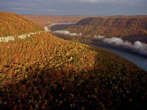 The Tennessee River cuts through Signal and Raccoon Mountains by Stephen Alvarez