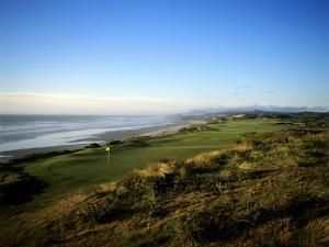 Pacific Dunes Golf Course, Hole 4 by Stephen Szurlej