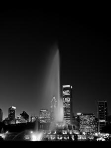 Chicagos Buckingham Fountain, Black & White, Port by Steve Gadomski