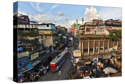 Kolkata's Thoroughfare, Chitpur Road, Winds Through the City Center