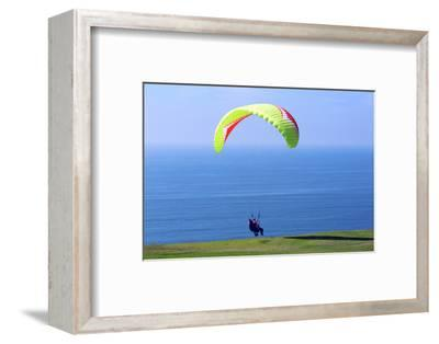 California, San Diego, Torrey Pines Gliderport. Hang Gliders Landing