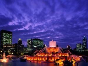 Buckingham Fountain and City Skyline, Chicago, Illinois, USA by Steve Vidler