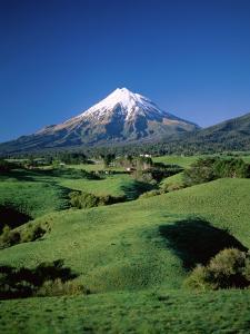 Mt.Egmont, Taranaki, North Island, New Zealand by Steve Vidler