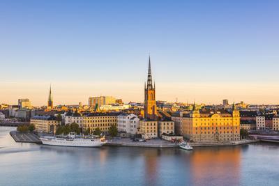 https://imgc.artprintimages.com/img/print/stockholm-sweden-northern-europe-high-angle-view-over-riddarholmen-and-riddarholmskyrkan-church_u-l-q1bprb50.jpg?p=0