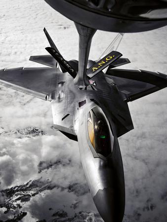 A KC-135 Stratotanker Refuels a F-22 Raptor