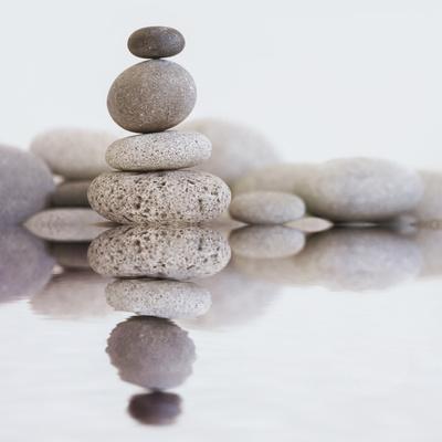 https://imgc.artprintimages.com/img/print/stone-cairn-water-square_u-l-f8y7e30.jpg?p=0