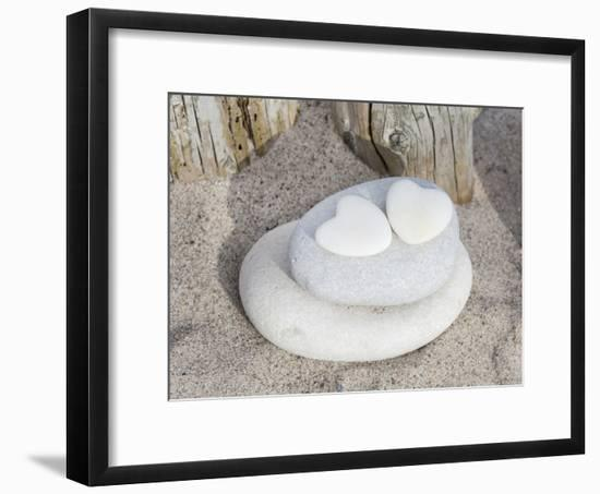 Stone Heart Beach-Lebens Art-Framed Art Print