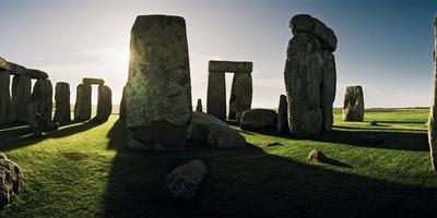 https://imgc.artprintimages.com/img/print/stonehenge-at-sunrise-looking-east_u-l-pu5tn00.jpg?p=0