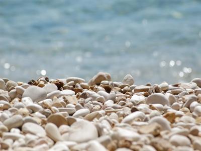 https://imgc.artprintimages.com/img/print/stones-pebbles-sea-beach-sun_u-l-f8y3090.jpg?p=0