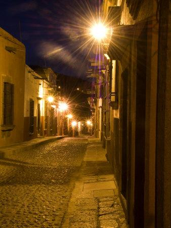 https://imgc.artprintimages.com/img/print/street-scene-before-sunrise-san-miguel-de-allende-mexico_u-l-p25e270.jpg?p=0