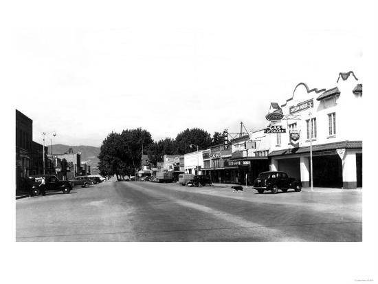 Street Sceve in Chelan, WA looking towards the lake Photograph - Chelan, WA-Lantern Press-Art Print