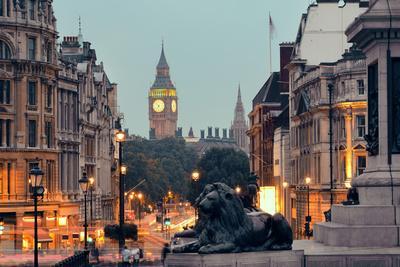 https://imgc.artprintimages.com/img/print/street-view-of-trafalgar-square-at-night-in-london_u-l-q19xwfb0.jpg?p=0