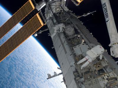 STS-118 Astronaut, Construction and Maintenance on International Space Station August 15, 2007-Stocktrek Images-Photographic Print
